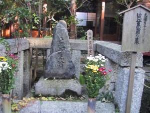 Basho's grave at Gichu-ji in Otsu