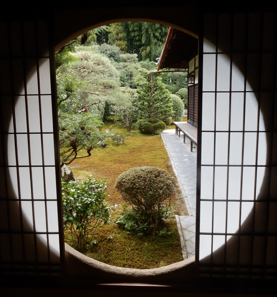 Window onto the world of Zen at Funda-in, subtemple of Tofuku-ji (photos by John D.)